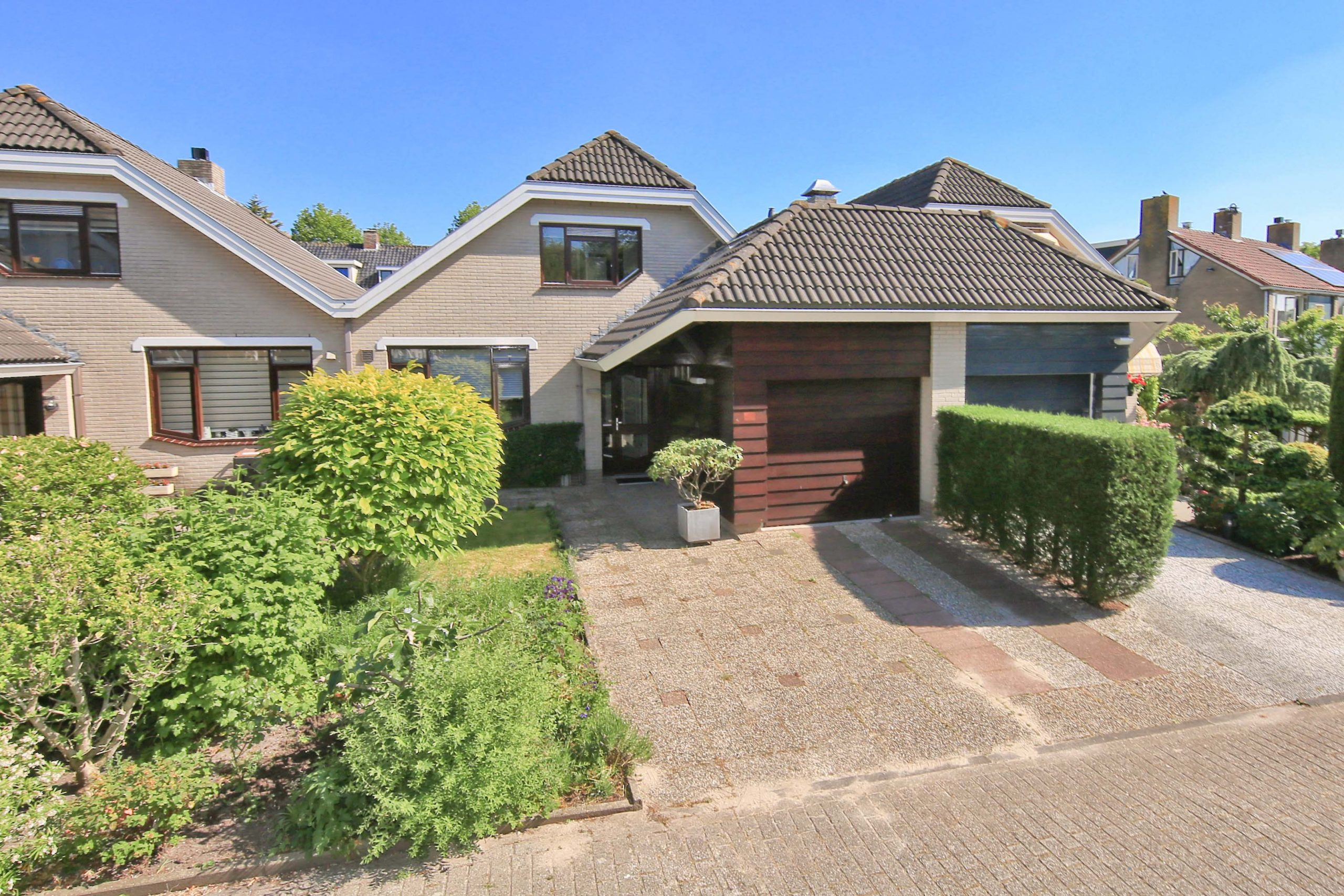 For rent for a limited time! Furnished semi-detached villa with garage at Toevluchtstraat 26 @ Badhoevedorp