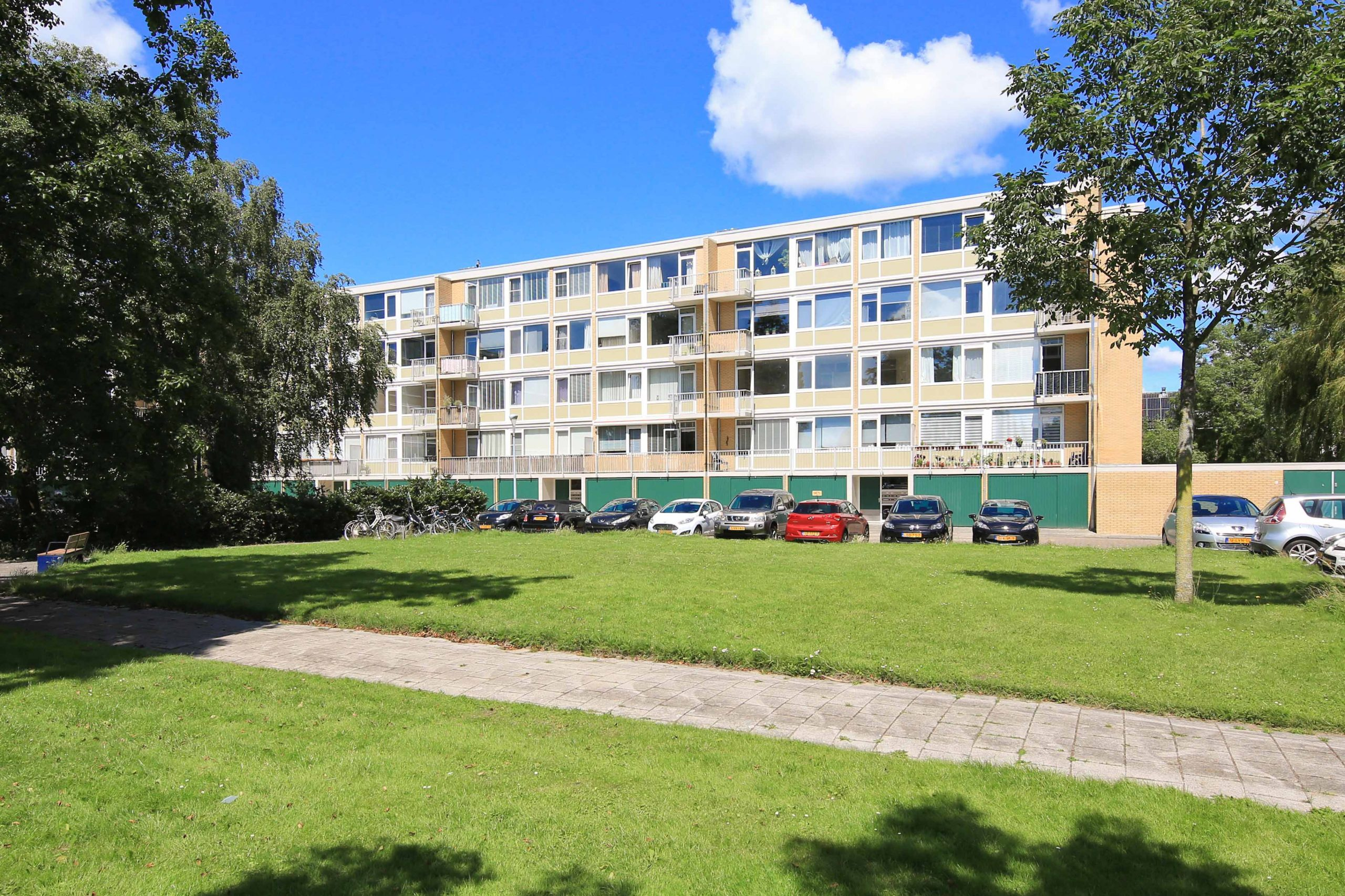 Partly furnished three-room apartment on the second floor with double balcony and unobstructed view @Badhoevedorp Einsteinlaan 131 can be rented for two years