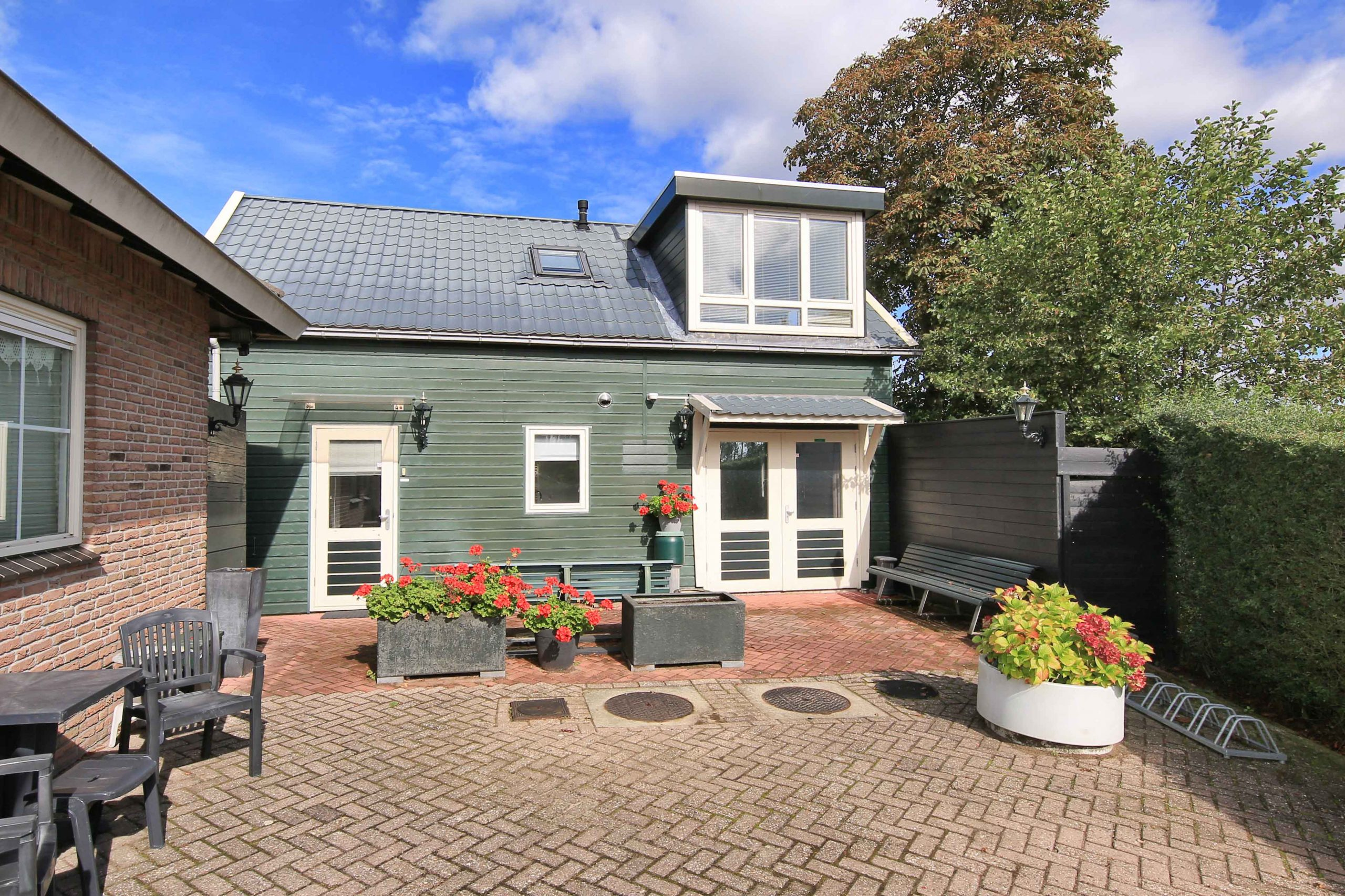 For rent for a limited period! Rustic situated house with parking, front terrace and unobstructed view @Badhoevedorp, Koekoekslaan 127